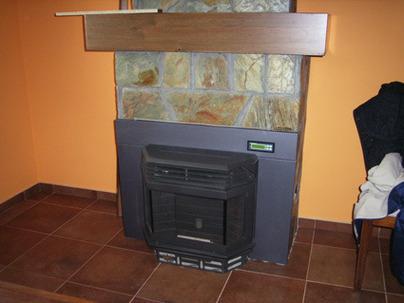 estufa de pellet encastrable ecoforest eco i insert de 13 5 kw en vivienda unifamiliar en anes. Black Bedroom Furniture Sets. Home Design Ideas